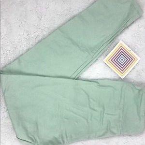 LuLaRoe L/XL Leggings Solid Light Green NEW!
